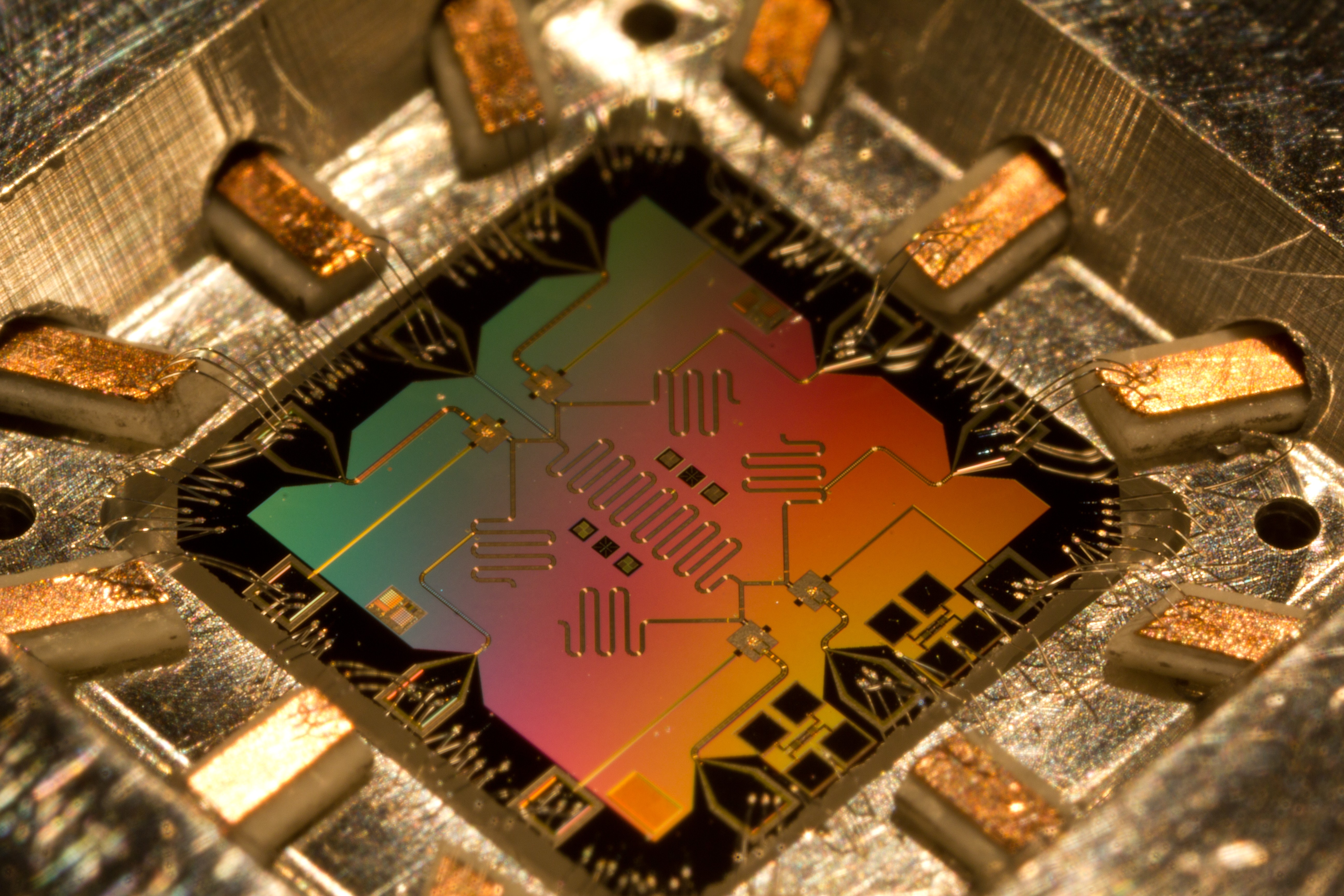 Chinese scientists develop a photonic quantum chip for boosting analog quantum computing